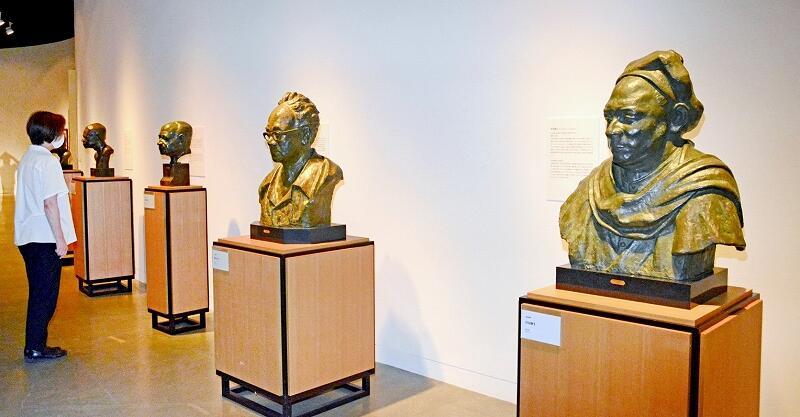 福井ゆかりの彫刻家高田博厚の胸像などの作品が並ぶ収蔵品展=9月10日、福井県の福井市美術館