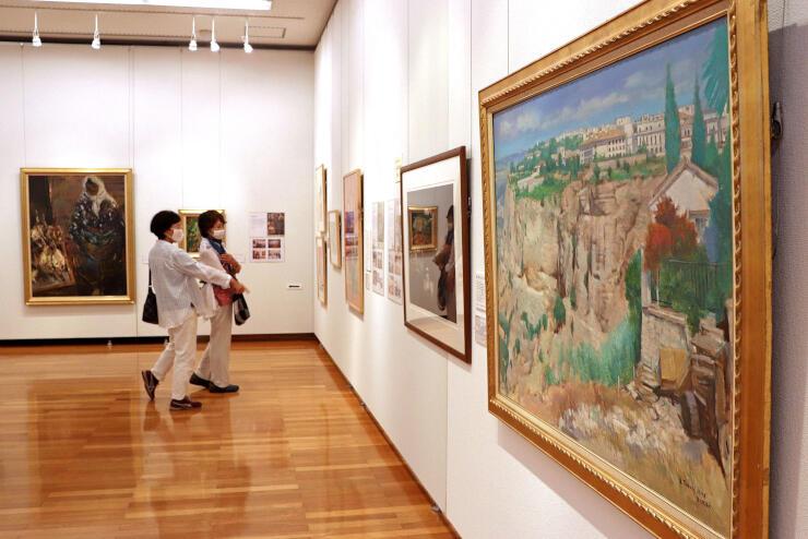 開館25年の節目に開かれている栃尾美術館の所蔵作品展=長岡市上の原町