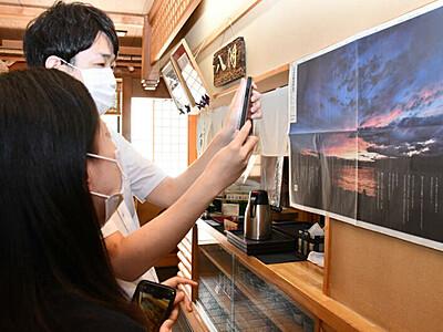 「AR花火」諏訪のそば店、今も張りだし 8月15日付本紙紙面