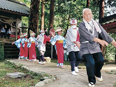 田んぼ染め法被に再現 釣部の保存会 復活祝い踊り奉納