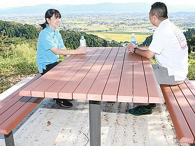 砺波平野や五箇山一望 小矢部・稲葉山中腹にベンチ設置