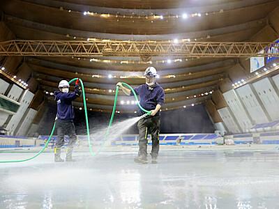 熱い冬へ製氷開始 長野・エムウェーブ