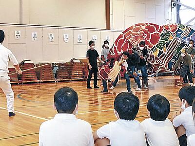 獅子舞と奴 勇壮な演舞 金沢・粟崎小で出前授業
