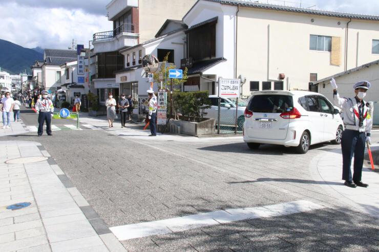 トランジットモールを実施した中町通り。東側の区間は原則歩行者だけが通行した