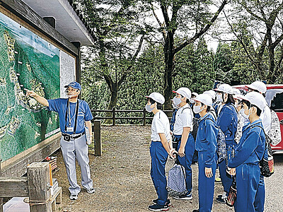 七尾城跡 地元小学6年生が歴史学ぶ