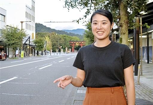 「敦賀のいいところをたくさんの人に届けたい」と話す女性=10月1日、福井県敦賀市神楽町1丁目