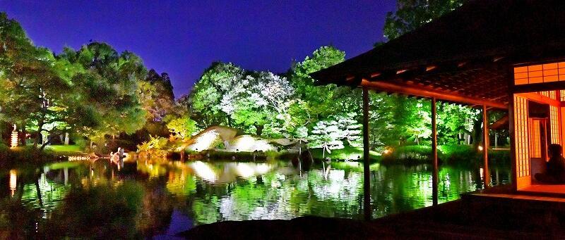 ライトアップされ、幻想的に浮かび上がる養浩館庭園=10月2日、福井県福井市宝永3丁目