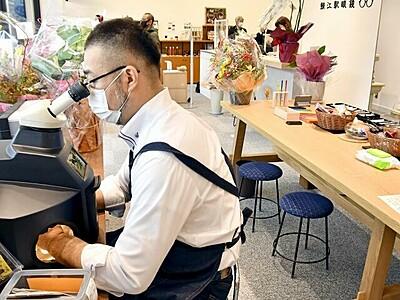JR鯖江駅で眼鏡作り見学 構内にPRブース 9日開所