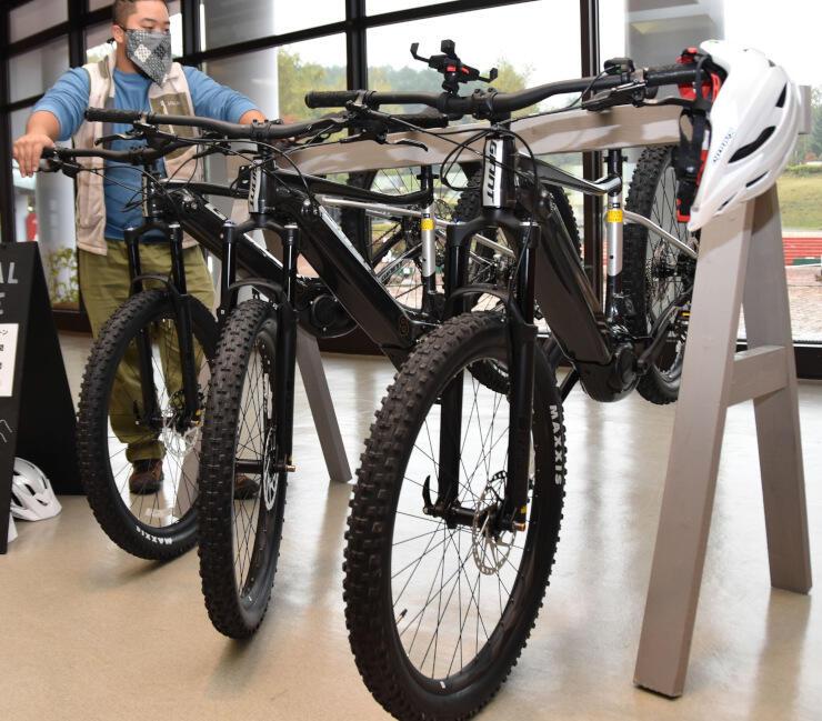 八ケ岳自然文化園で貸し出しを始める「eバイク」