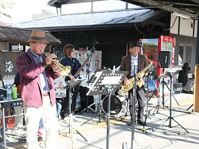 東御の魅力、ジャズで世界に 観光PR動画、田中駅ホームで収録