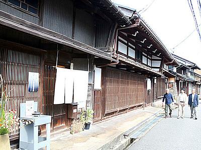 高岡「吉久」 国の保存地区に 旧街道沿いに千本格子の家屋
