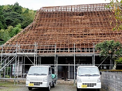 移築古民家の屋根解体、カヤ下ろし体験いかが 10月17日 福井県おおい町