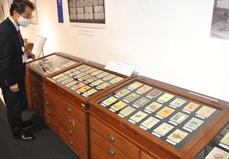 岡谷蚕糸博物館の企画展で紹介されている生糸商標