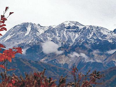 白山、初冠雪 昨年より11日早く