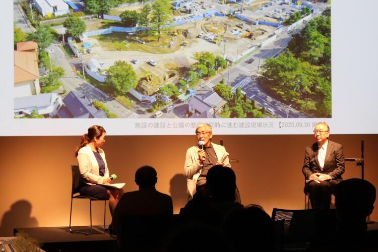建築家の宮崎さん(中央奥)らが新しい美術館を解説したイベント