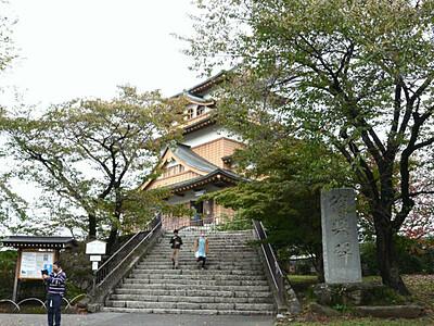 高島城、市民に守られ50年 天守閣復興記念事業始まる