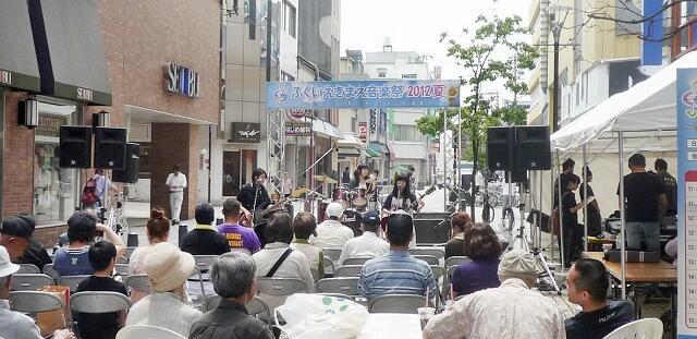 2008~15年に福井市中心市街地で開かれた「ふくいえきまえ音楽祭」。音楽で活気を取り戻そうと10月25日、「ふくいまちなか音楽祭」として復活する=2012年