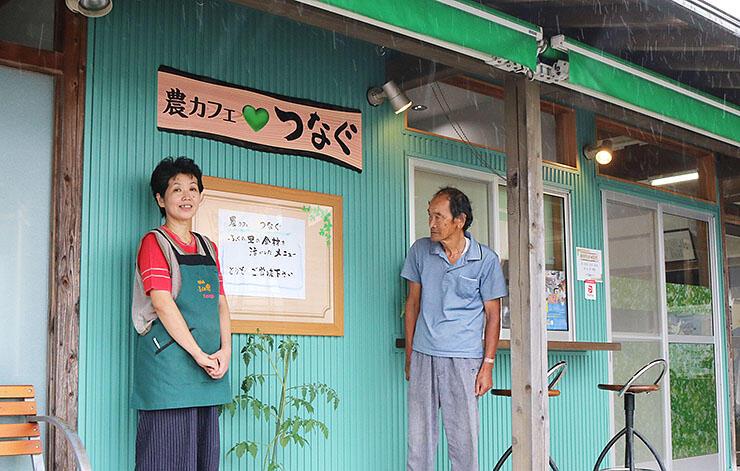 農カフェのオープンに向け、準備を進める石坂さん(左)と橋爪会長