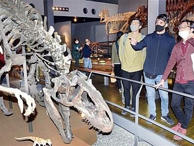 恐竜題材、キャラ創作へ スペイン人デザイナー博物館訪問