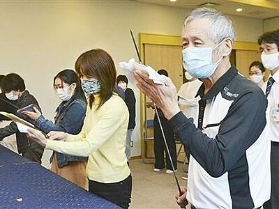 刀の正しい鑑賞法学ぶ 福井市立郷土歴史博物館
