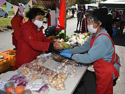 原村の新鮮野菜ずらり 八ケ岳中央農業実践大学校が収穫祭