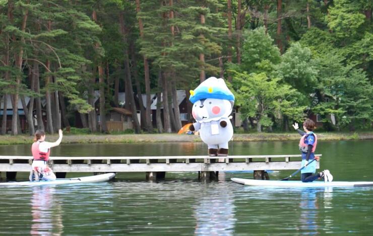 大町市職員が自主制作した観光動画「木崎湖」の一場面