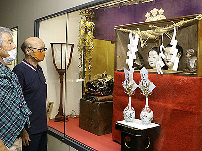 八尾・東町の御神像、間近で 曳山保存会、来春まで展示
