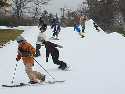 軽井沢、早くもスキーシーズン 県内トップ切り