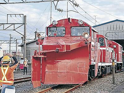 電車の冬支度着々 ラッセル車点検始まる