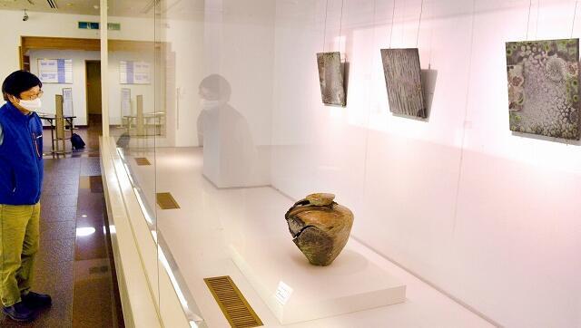 教室生らの新作約130点が並ぶ展示=11月4日、福井県越前市ふるさとギャラリー叔羅