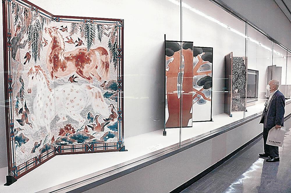 工芸の大家の傑作が並ぶ企画展=金沢市の石川県立美術館
