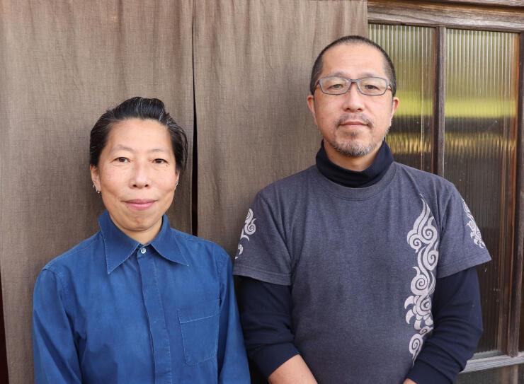 齋藤和郎さん(右)、佳子さん