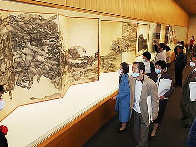 墨の前衛表現を堪能 富山県水墨美術館で丸木位里展