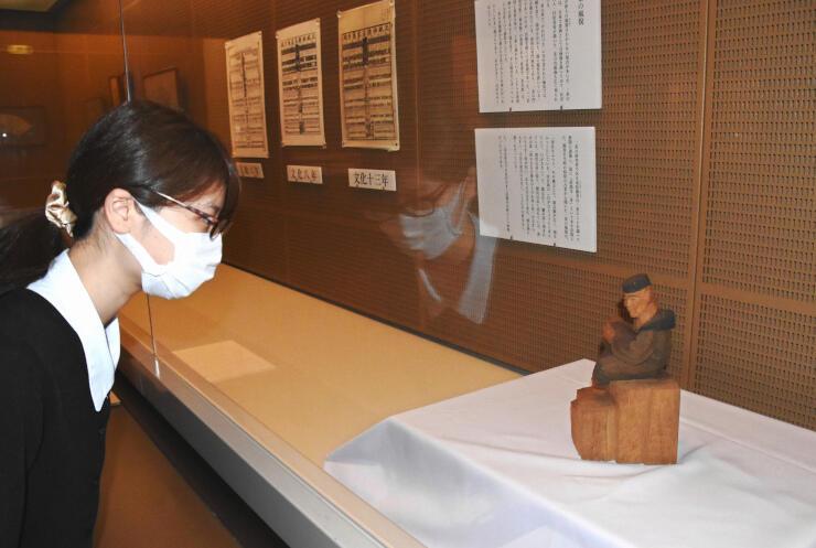 高山村の一茶館に並ぶ、一茶記念館から借り受けた資料