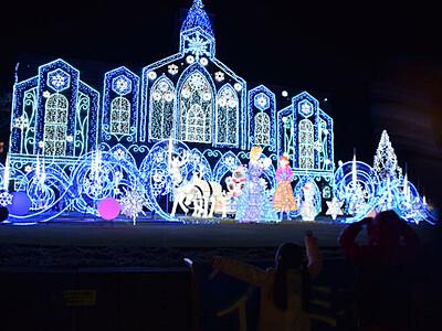 雪の女王、放つ電飾の魔法 佐久に「またこの季節」