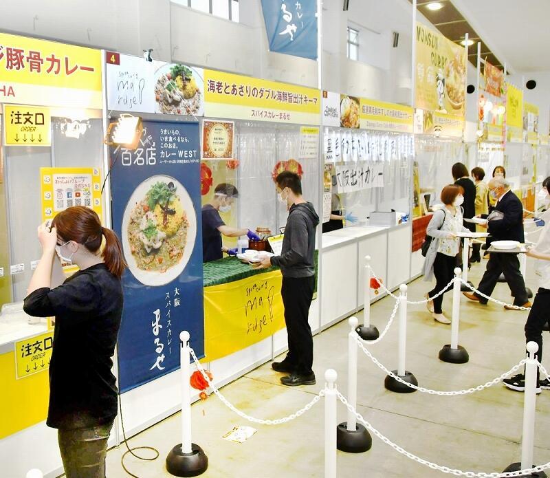 全国の人気店の味が楽しめる「カレー博」=11月20日、福井県福井市の県産業会館