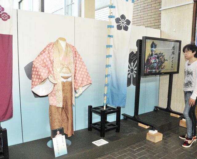 朝倉義景の衣装を追加した「麒麟がくる」展=11月17日、福井県福井市の県立一乗谷朝倉氏遺跡資料館