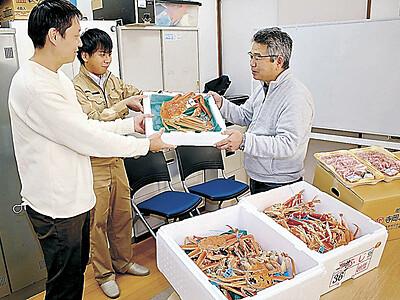40万円のカニ「味わって」 志賀・ハイレゾ、児童養護施設に贈る