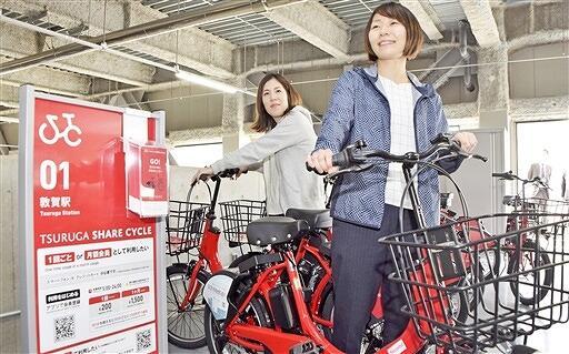 スタート半年で利用回数が2千回を超えたつるがシェアサイクル=3月31日、福井県敦賀市鉄輪町の市駅前立体駐車場