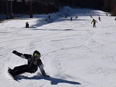 感染対策徹底し初滑り 八千穂高原スキー場オープン