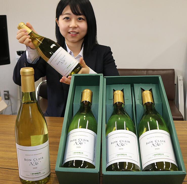 黒瀬谷地区のブドウを使った白ワイン