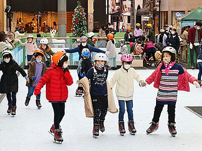 街中でスケート満喫 富山でエコリンク始まる