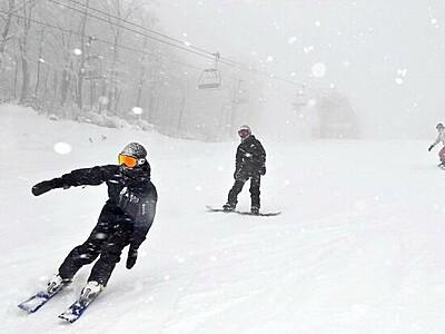 スキージャム勝山オープン、300人初滑り