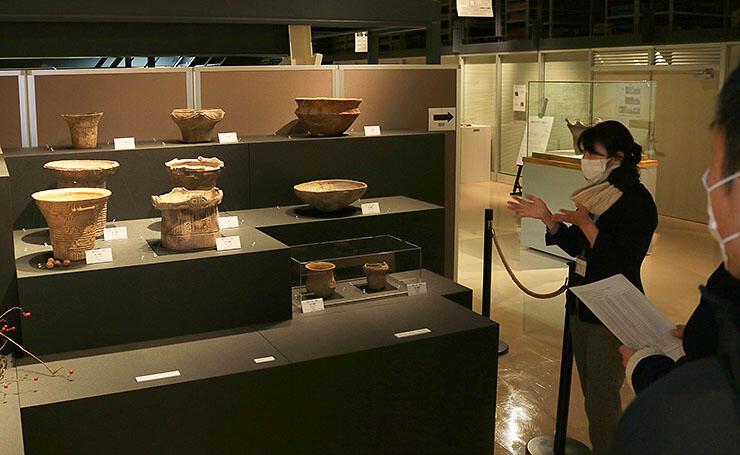 境A遺跡から出土した縄文土器が並ぶコーナー