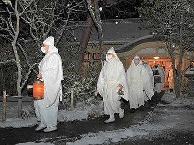 御越年式 善光寺で静かな祈り