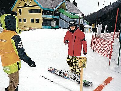 2季ぶり営業初滑り 小松・大倉岳スキー場