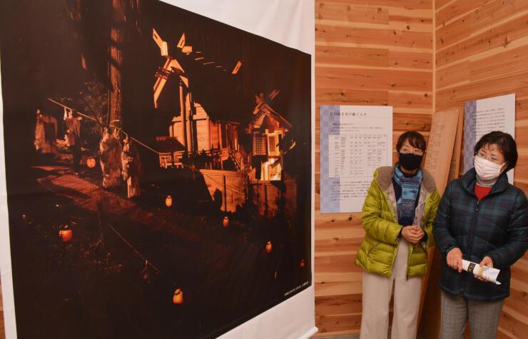 大型のパネルや写真もある歴史展示館内
