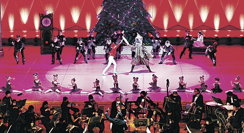 華やかなステージで観客を楽しませる出演者=金沢市の石川県立音楽堂コンサートホール