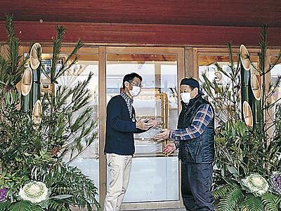 年越し準備2メートルの門松 里山海道別所岳SA