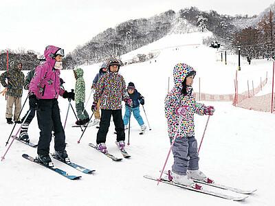 2季ぶり営業、医王山スキー場 待望の初滑り楽しむ